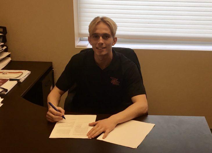 Dustin Hutton Signing