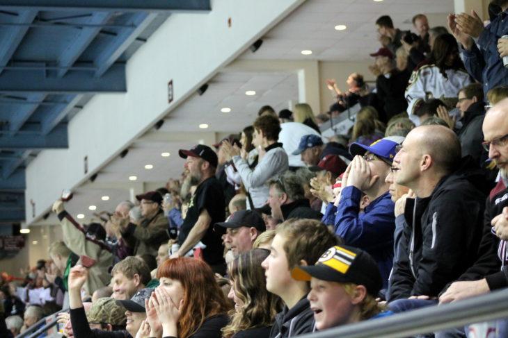 Mar. 25 Fans Cheering